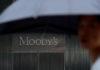 Ανάλυση: Περίεργες συμπτώσεις με την Moody's